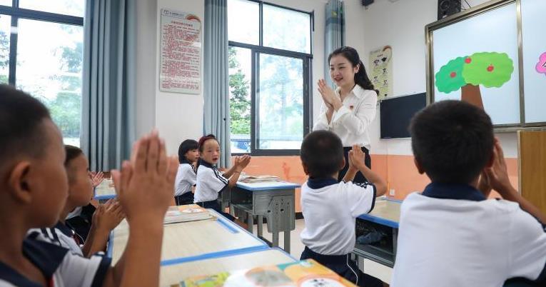 全國多地中小學迎來開學季